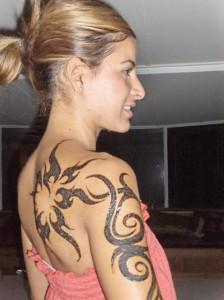 tatouage femme tribal